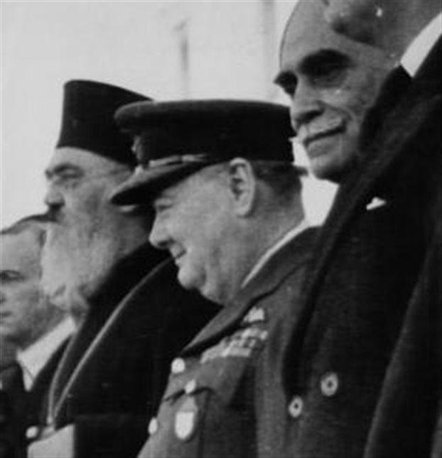 Ο Δαμασκηνός, που τον βλέπουμε στη φωτογραφία δίπλα στον Τσόρτσιλ και τον Πλαστήρα, μετά την απελευθέρωση, ήταν ο εκλεκτός των Ανακτόρων.