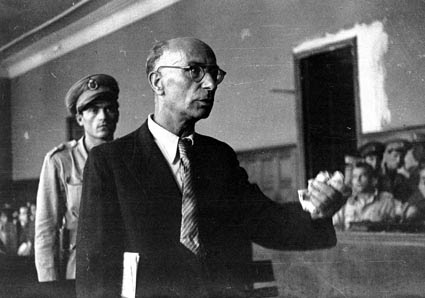 Ο Φριτς Σούμπερτ κατά τη διάρκεια της ΄δικης του.