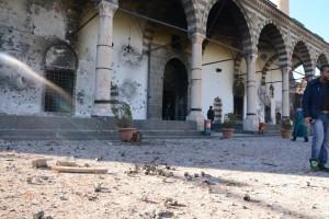 Το χτυπημένο από όλμους τζαμί της πόλης Σουρ στο Ντιγιάρμπακιρ