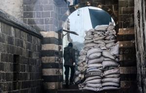 Κούρδος μαχητής στις οχυρωμένες συνοικίες. Σουρ - Ντιγιάρμπακιρ