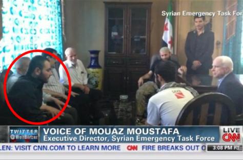 Η φωτογραφία (Μάης 2013) είναι του γερουσιαστή και υποψηφίου Προέδρου των ΗΠΑ, του Μακέιν με το επιτελείο του «Ελεύθερου Συριακού Στρατού». Ο εικονιζόμενος αριστερά που απεικονίζεται να συνομιλεί με τον γερουσιαστή φέρεται να είναι ο Ιμπραήμ αλ Μπαδρί , ο λεγόμενος «Χαλίφης» των Τζιχαντιστών και του «Ισλαμικού Κράτους». Η εκδοχή ότι πρόκειται για το συγκεκριμένο πρόσωπο αμφισβητείται. Έστω...Αμφισβητείται και ότι ο ISIS ξεπήδησε από τη λεγόμενη συριακή αντιπολίτευση και από συναντήσεις τύπων σαν τον Μακέιν με τους «εκλεκτούς» φίλους τους;